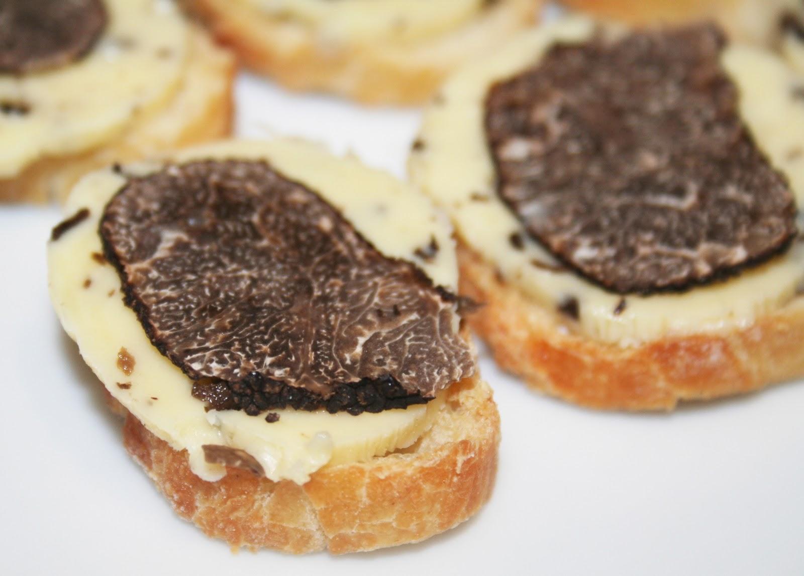 La cuisine de bernard cro tons au beurre de truffe noire - Comment cuisiner les truffes noires ...