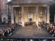 . street performers below and our group kept growing bigger and bigger. (img )