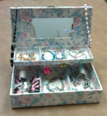 Jewelry box with jewelry