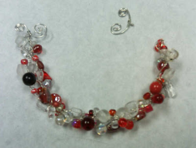 Bracelet with broken clasp