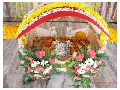 Sai Palki Wallpaper Palki of Sai Baba Decorated