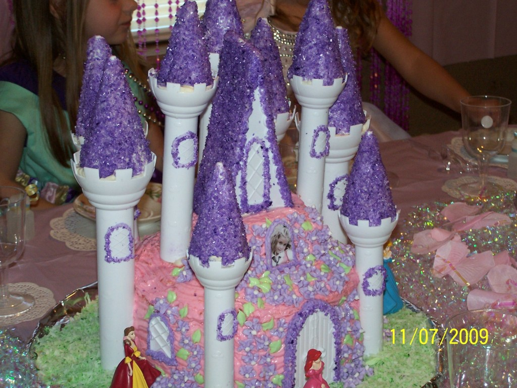 Easy Castle Cakes for Girls http://www.sugargirlscakeshoppe.com/2010/07/abbys-castle-cake.html