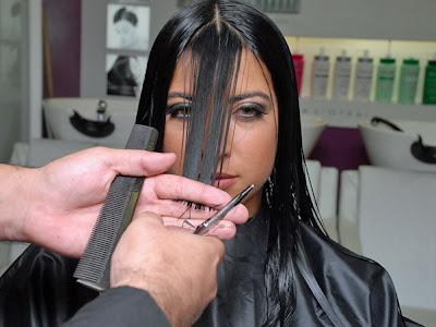 """""""Estou parecendo uma indiazinha"""", disse Priscila para o cabeleireiro na"""