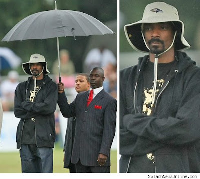 http://3.bp.blogspot.com/_cWMdDTgavyI/SnwfTVFD3uI/AAAAAAAABII/B19ikjOVBlE/s400/Snoop+dogg+umbrella+holder.jpg