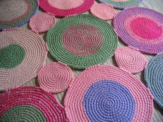 Puerta al sur cuartos infantiles decorados con alfombras for Alfombras artesanales tejidas a mano