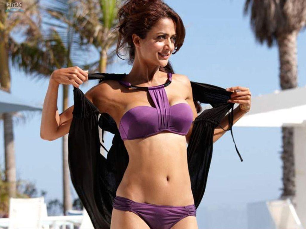 http://3.bp.blogspot.com/_cZuaghvCasw/TA-IvinzaHI/AAAAAAAAGfU/4VMItUfn9hM/s1600/amrita_arora_in_bikini-1024x768.jpg
