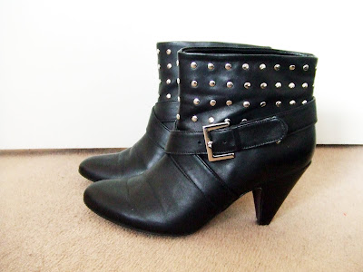 Chapter 9: The Oasis ankle boots