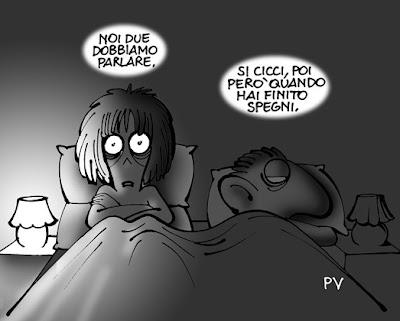 Vignetta di Altan. Lui e lei a letto. Lei: noi due dobbiamo parlare. Lui risponde: sì cicci, però quando hai finito spegni!