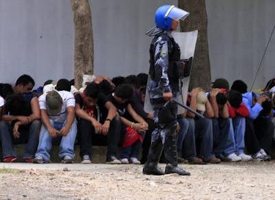 http://3.bp.blogspot.com/_cbwb797CSsM/SnL5ojSUjbI/AAAAAAAAAFc/OxvPzG79-_0/s400/honduras31jul2009(2).jpg