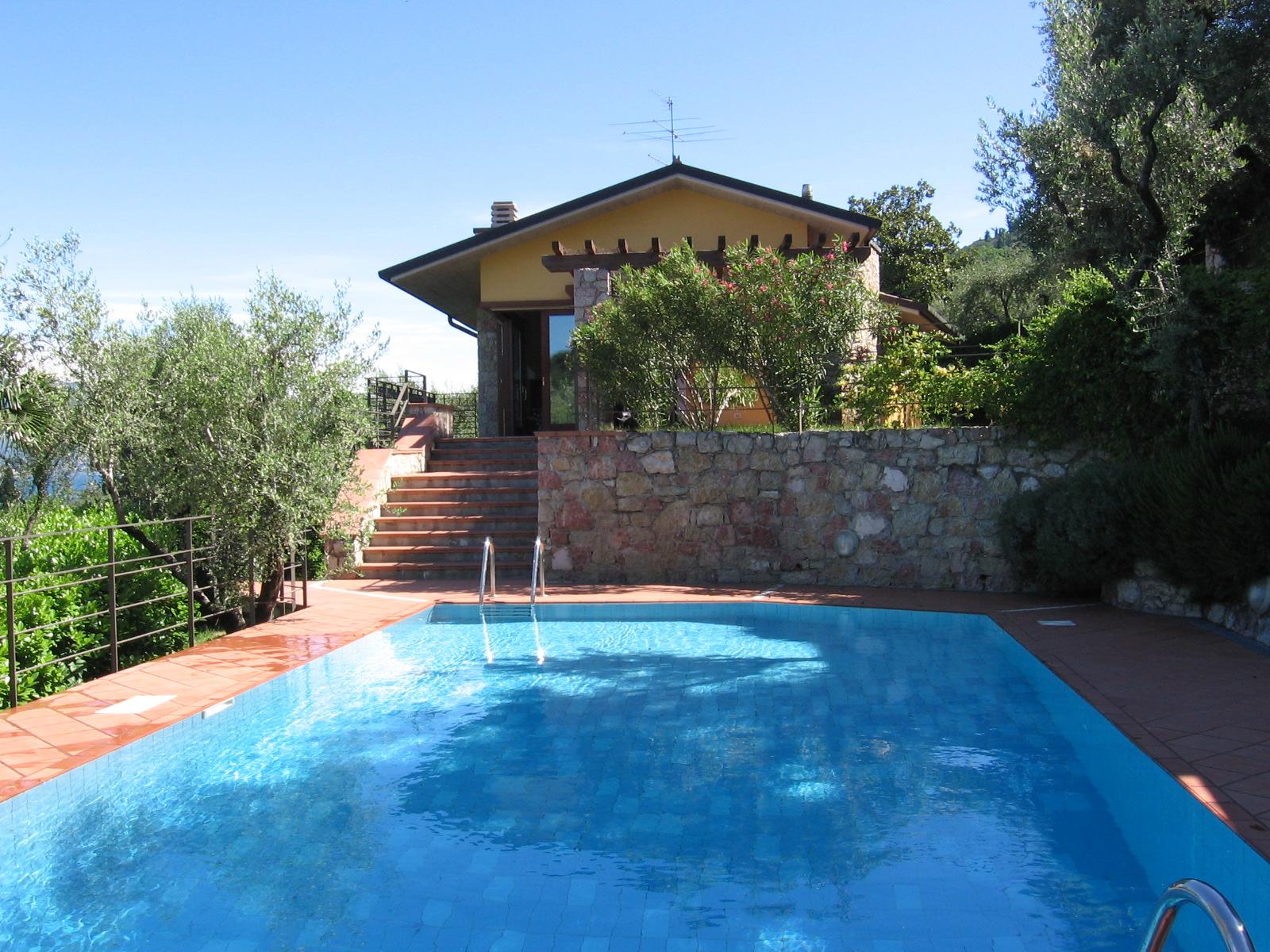 A casa di letizia la piscina for Piani di progettazione della piscina