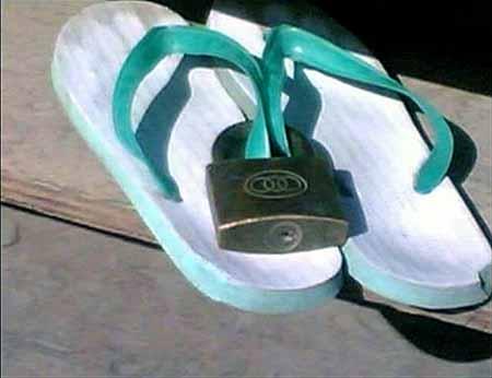 http://3.bp.blogspot.com/_ceKrgTp08Zw/TI29_GRP-JI/AAAAAAAAAIQ/T3Z5LaXDUzc/s1600/sendal.jpg