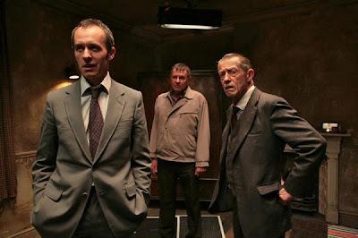 Fotograma del film 44 Inch Chest, que John Hurt presenta en Sevilla