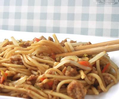 dans la cuisine de blanc manger spaghetti chinois de yiyang. Black Bedroom Furniture Sets. Home Design Ideas
