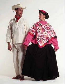 Con Listones De Varios Colores Ei Varon Usa Calzon Y Camisa De Manta