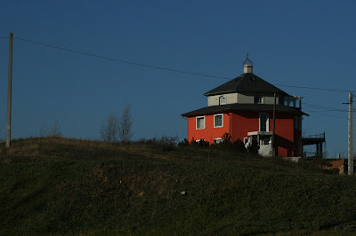 pilisvorosvar-daily-photo-red-house