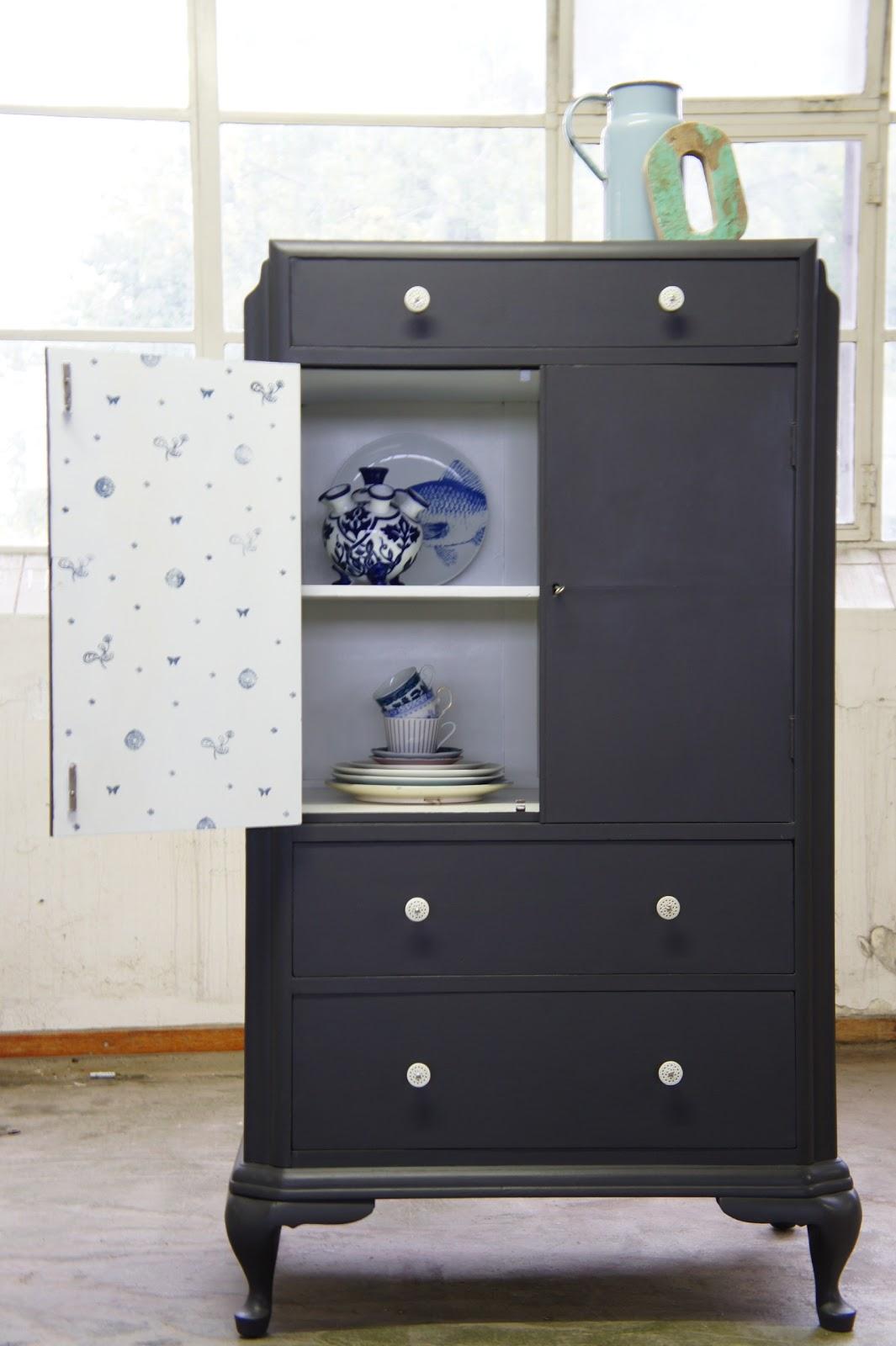 Goed in stijl zwarte kast dutch english for Tweedehands meubels webshop