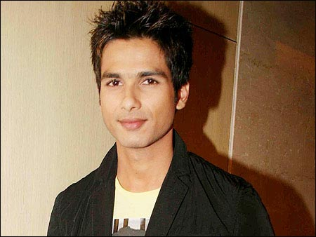 bollywod testing: Vishal and Shahid Bonding in London