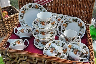 Royal Tudor Hedgerow Rose Pattern Tea Set
