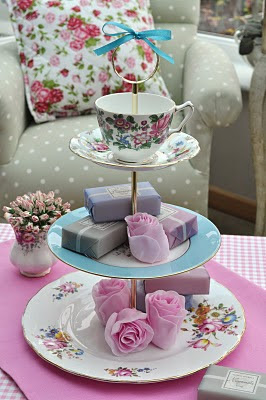 Rose Vintage Cake Stand