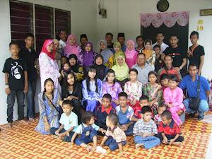 bersama keluarga cik atin rya 2010