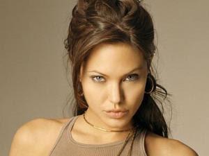 Angelina Jolie kembali menjadi perbincangan publik. Foto-foto bugil ...