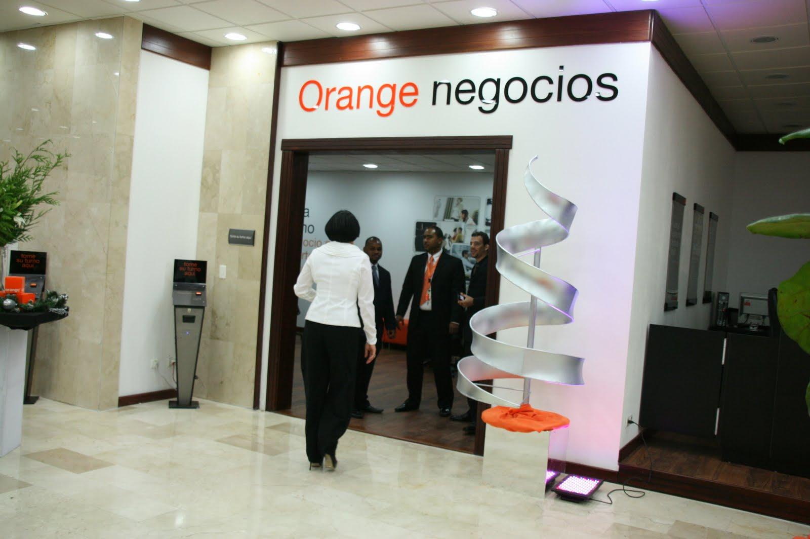 Noticias a tiempo net orange dominicana reinaugur la for Oficina de orange