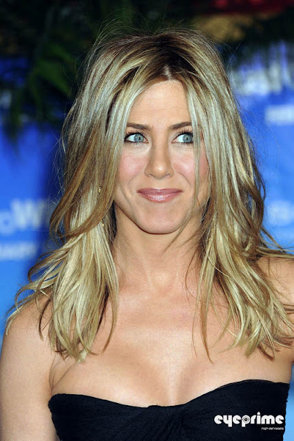 jennifer aniston and camel toe. Jennifer Aniston attends the