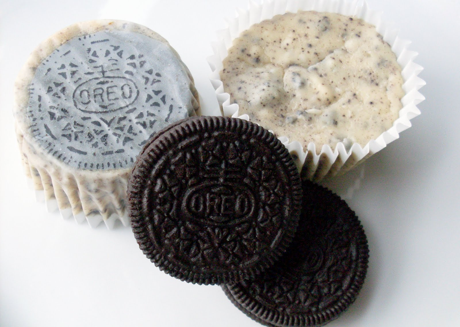 for the love: Oreo Cheesecake Cupcakes