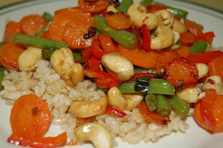 Ginger and Garlic Cashew Stir-Fry