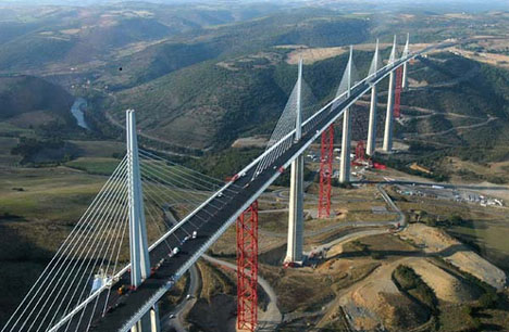 Le Viaduc de Millau, Jembatan Tertinggi Di Dunia, Lebih Tinggi Dari Menara Eiffel