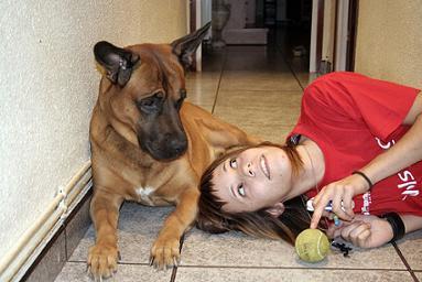mujer con perrillo