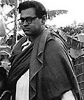 Jukti Tokko Aar Golpo (1974)