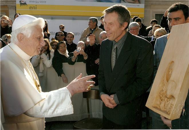 Předávání daru papeži Benediktu XVI. 2. 12. 2009