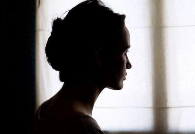 [portrait,silhouette,window,woman-765bfbc1be46ff78cdd80e2329ff7315_h.jpg]