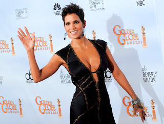 Halle Berry in Sexy Elegant Black Gown Fashion Style at 67th Golden Globe Awards 2010