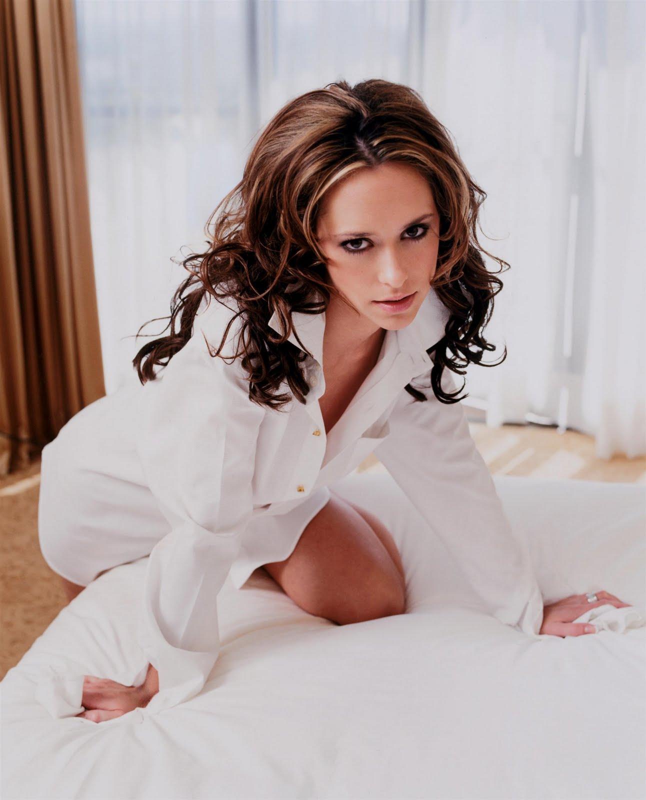 http://3.bp.blogspot.com/_cyH_7sPxVcQ/TIELIL7brFI/AAAAAAAAFWQ/TDDQnBKelp0/s1600/Jennifer+Love+Hewitt+Sexy+Shirt+Photoshoot+%282%29.jpg