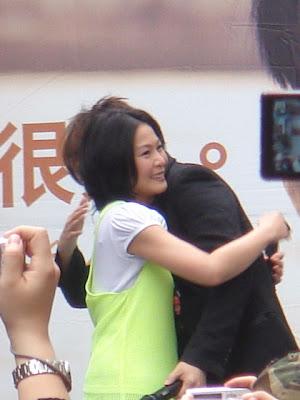 劉若英與五月天阿信擁抱
