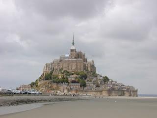 http://3.bp.blogspot.com/_czD3zl7ZUng/RYLeRp3Uk1I/AAAAAAAAANg/GYiSXjYQ9k4/s1600/800px-200506_-_Mont_Saint-Michel_01.jpg