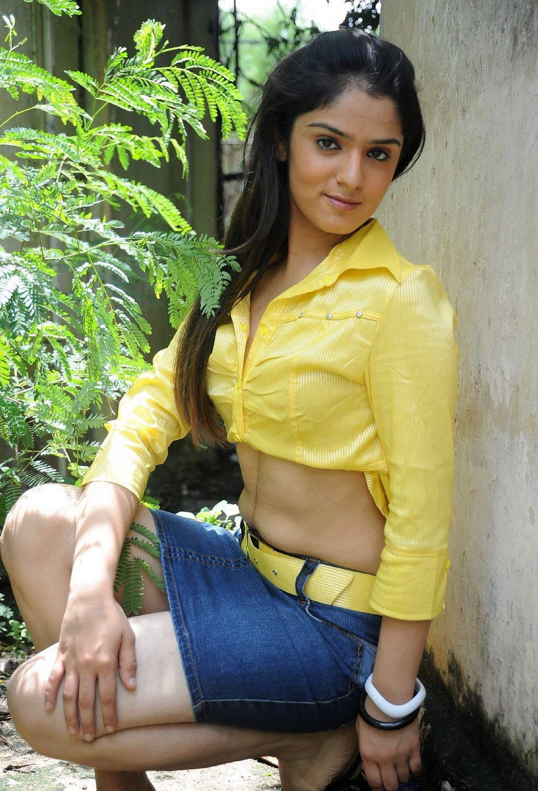 RKEE 4 MEDIA: Actress Shefali Sharma Hot Photos Actress Image Gallery