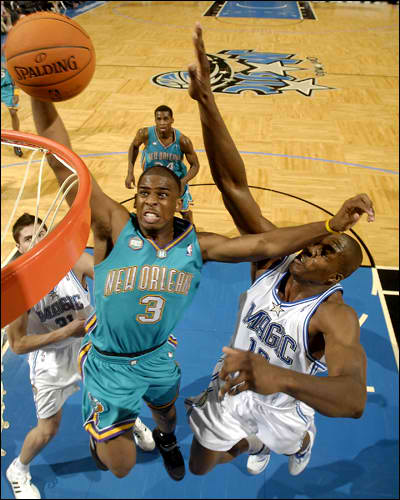 chris paul dunking on dwight howard. chris paul dunking on dwight