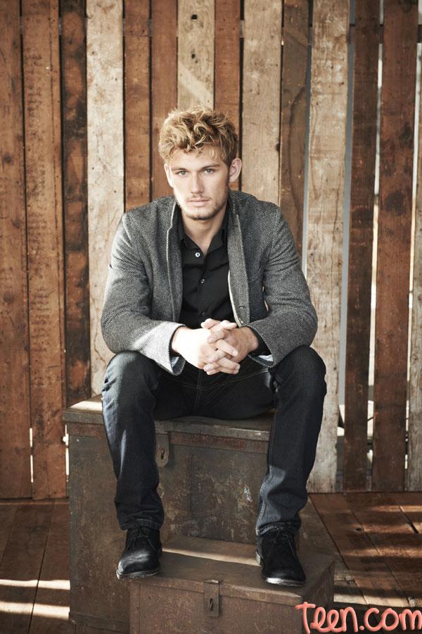 Matthew Hudson Alex-pettyfer-in-casual-blazer-pic