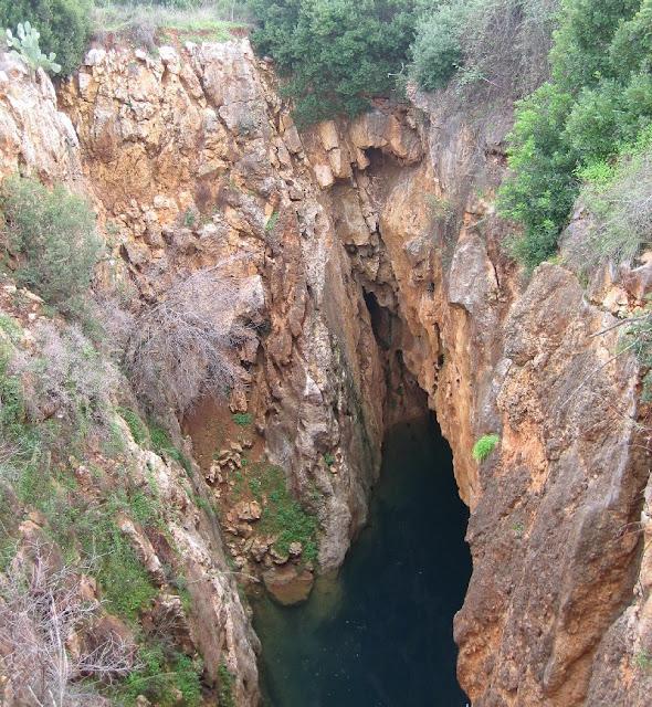 El forat de Pedreguer ple d'aigua