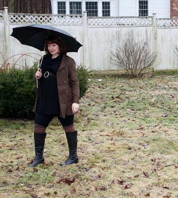 fashion, outfit, daily outfit, WIWT, trench, trench coat, tunic, leggings, umbrella, boots, striped socks