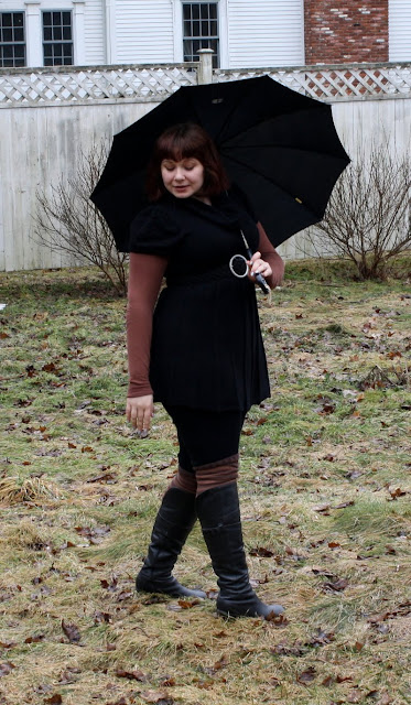 fashion, outfit, daily outfit, WIWT, tunic, tee, t-shirt, leggings, umbrella, boots, striped socks