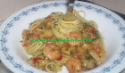 spaghetti con pesto e gamberetti