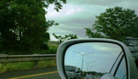Mirando por el Espejo Retrovisor
