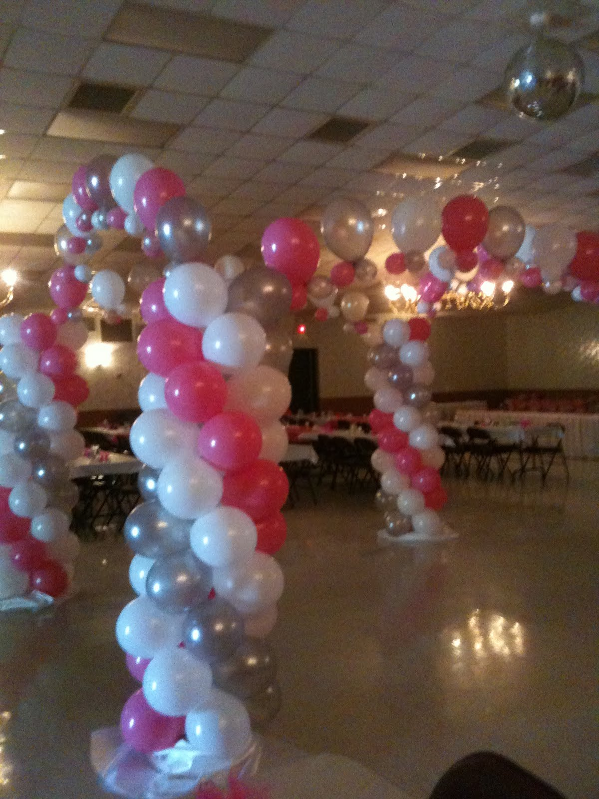 Balloon artist and balloon twister serving the dallas fort for Balloon decoration color combinations