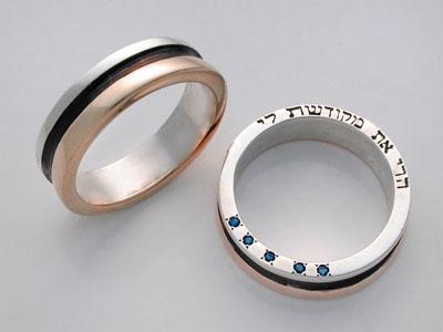 http://3.bp.blogspot.com/_d4zmqSfE-J8/SwDYIVLXvDI/AAAAAAAADzc/JlYtjw-Cavw/s1600/Wedding+rings.jpg