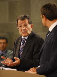Prodi intentando frenar al gafe