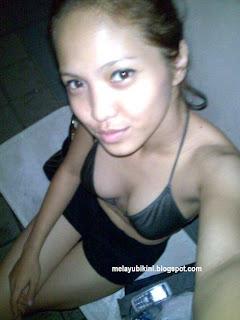 Gambar Bogel Gadis Melayu Bikini in Swimming Pool   Melayu Boleh.Com